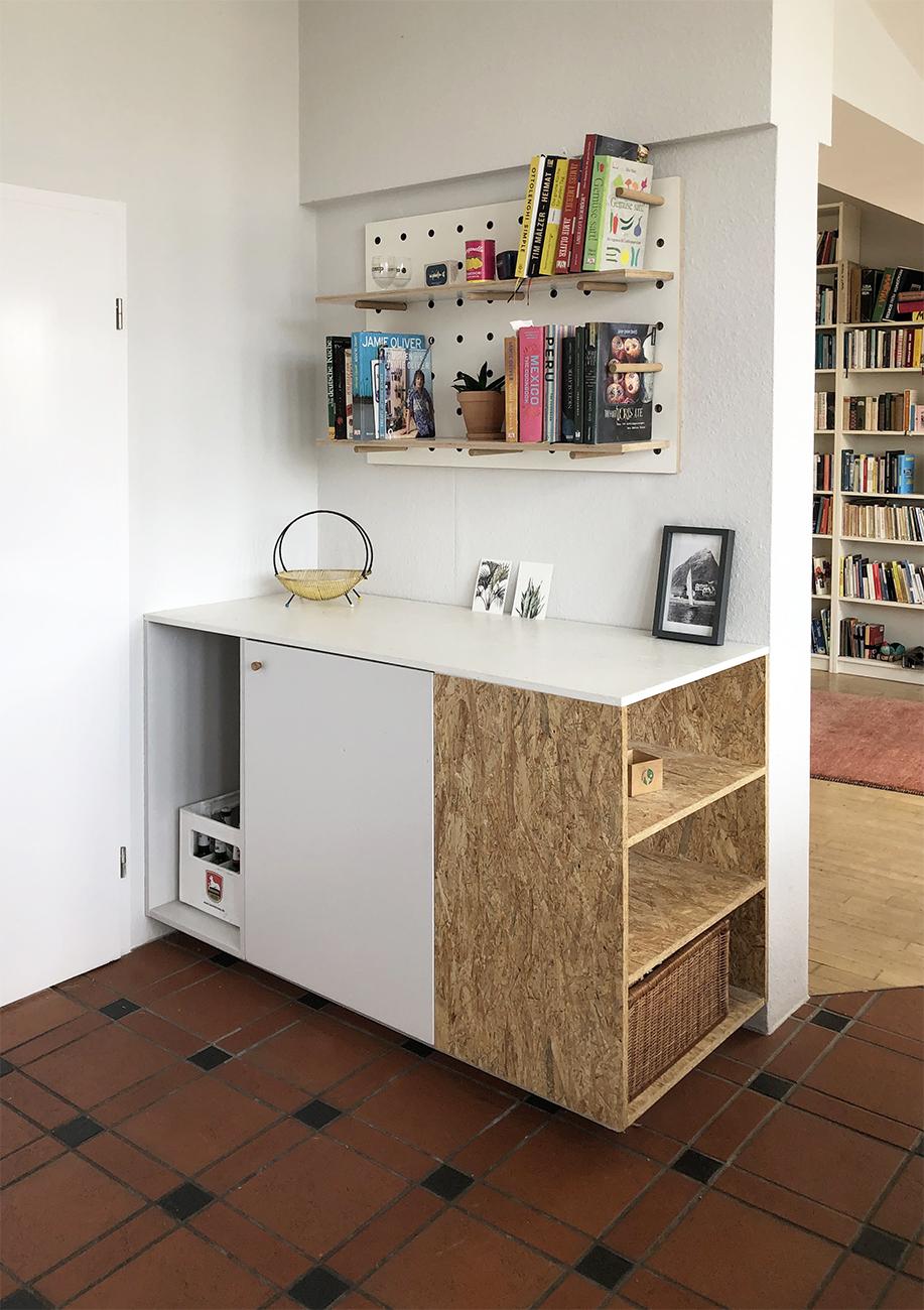 Küchenumbau Berlin - neues Küchenmöbel mit Bücherregal