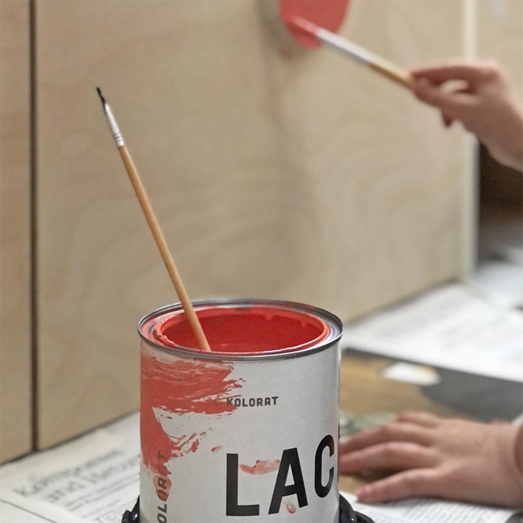 Das Bild einer Farbdose ind der ein Pinsel steckt zum Thema Wieviel kostet der Workshop.